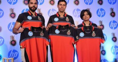 Nikhil Sosale-Head of Business Partnerships-RCB, Ashish Nehra-Bowling Coach-RCB & Neelima Burra-Country Marketing Director-HP India