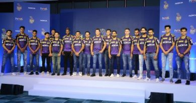 Ajey Mehta, VP and Country Head, india, HMD and Venky Mysore, CEO and MD, Kolkata Knight Riders with KKR Players
