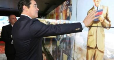 Dean-Cain-Visits-Friends-of-Zion-Museum-in-Jerusalem